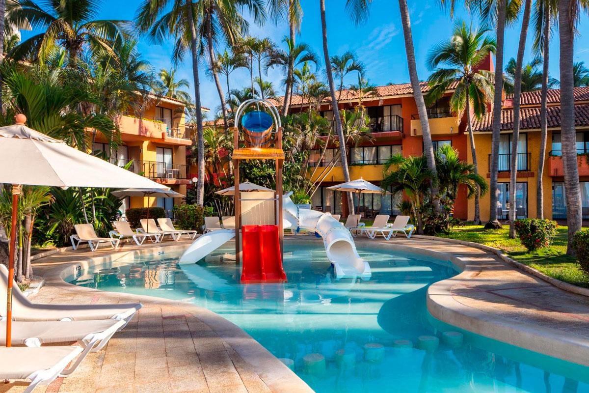 Holiday-Inn-Ixtapa-03